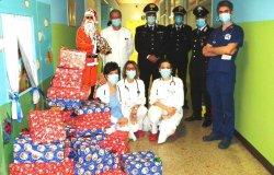 Vercelli: il Babbo Natale dei Carabinieri porta doni in Pediatria
