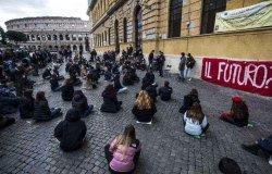 Sciopero scuola: studenti, docenti e genitori in piazza contro la dad