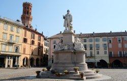 Passeggiando per piazza Cavour
