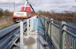 Ponte Po, iniziata la posa dei guard rail