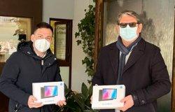 Il gestore della refezione scolastica dona due tablet alle scuole