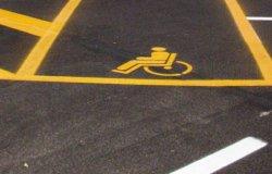 Operatore ecologico parcheggia in stallo per disabili: Seso si scusa