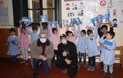 """Borgo Vercelli: il """"Lupo Bianco"""" in visita all'asilo"""