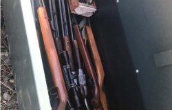 Trovato un armadio con nove fucili da caccia