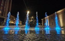 In piazza Paolotti attivata la fontana con giochi di luci a led