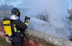 Gattinara: ruspa in fiamme in una cascina