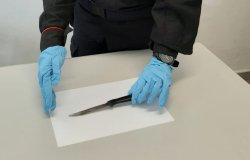 Minacce con un coltello: denunciato ed espulso un clandestino