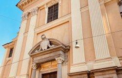 Via Duomo e la leggenda del Fiume di Ossa