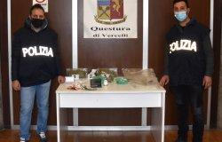 Un via vai nell'appartamento per la marijuana: arrestato