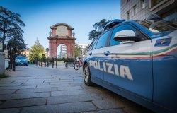 Alla guida un autocarro con patente e documenti falsi: arrestato