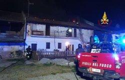 Crova: incendio a un tetto in via Sempione