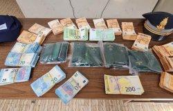 Dogane: sequestrati denaro e orologi per oltre 145 mila euro
