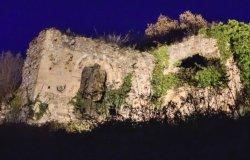 Nuove luci puntate su ciò che resta del castello di San Lorenzo