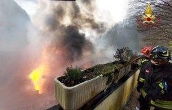 Varallo: incendio al magazzino di una ditta