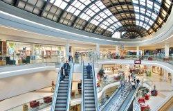 Ancora chiusi nei weekend i centri commerciali protestano