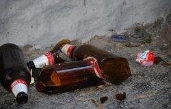 Assembramenti selvaggi e gente ubriaca che urina per strada