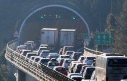 """""""L'autostrada A10 non può rimanere chiusa ad agosto"""""""