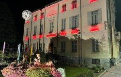 Municipio e fontane si tingono di rosso in onore della Cri