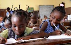 Alunni scrittori per comprare materiale per le scuole di Isiolo