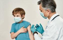 Vaccinazioni agli adolescenti: i genitori chiedono chiarimenti
