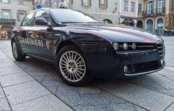 Ubriachi, disturbano i clienti e aggrediscono i carabinieri: arrestati