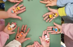 Nuovi giochi alla scuola per l'infanzia