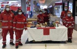 Vercelli: raccolta alimentare Cri all'ipermercato Carrefour