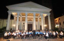 Bande, corpo dei pifferi e tamburi dell'Istituto Sancta Agatha in concerto