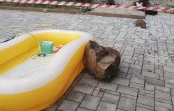 Frazione Guardella: si stacca un masso  e cade in un giardino