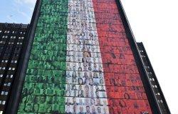 Vercelli: quattro dipendenti delle Poste sulla maxi bandiera all'Eur