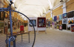Santhià: saldi e arte con opere nelle vetrine dei negozi