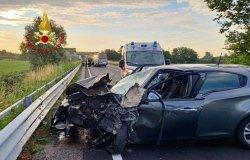 Vercelli, scontro frontale sulla Tangenziale Nord: due feriti