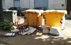 """Via Ariosto: """"Segnalazioni continue, ma la situazione rimane questa"""""""