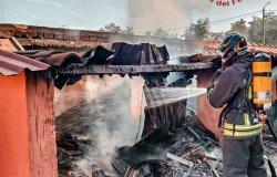 Saluggia: prende fuoco una legnaia, nessun ferito