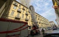 Torino: in fiamme un edificio davanti a Porta Nuova