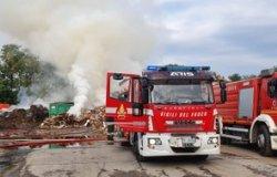 Biella: incendio all'ecocentro, le rilevazioni di Arpa