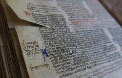 Legati alla storia adottando manoscritti