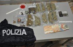 Spacciavano droga in un appartamento: due giovani arrestati