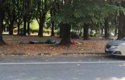 Profughi: situazione oscena in piazza Mazzini