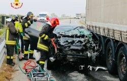 Santhià, scontro tra un'auto e un camion: un uomo in codice rosso