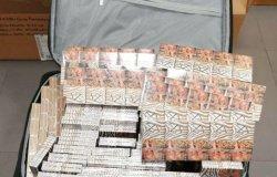 Nel bagaglio aveva 100 stecche di sigarette russe, denunciato