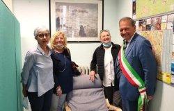 Allattamento: donate due poltrone al Comune di Vercelli