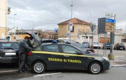 """Vercelli: sequestrate 376 mascherine e 5.678 oggetti """"non sicuri"""""""