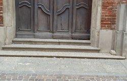 """Trino: """"Situazione indecorosa davanti alla chiesa di san Lorenzo"""""""
