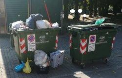 """Piazza Mazzini: """"Rifiuti abbandonati ovunque"""""""