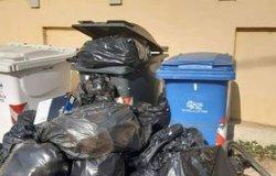 """""""Alla scuola De Amicis non ritirano i rifiuti da 11 giorni"""""""