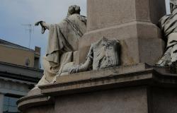 Vercelli: identificato l'autore del danno al monumento a Cavour