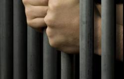 Alessandria: detenuto aggredisce poliziotto con calci e pugni
