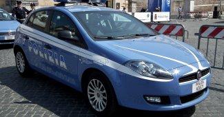 Vercelli: minaccia i dipendenti di un bar e aggredisce i poliziotti