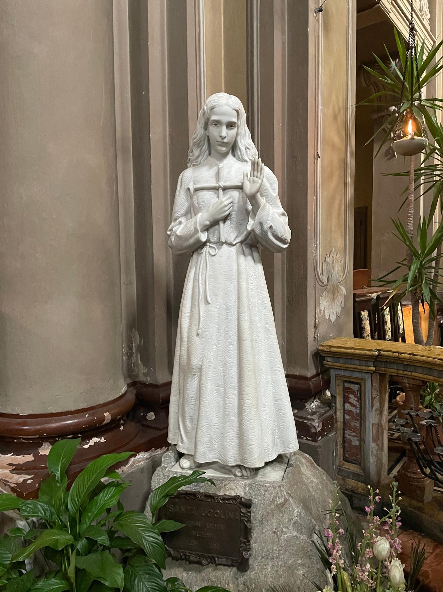 Statua santa Ugolina